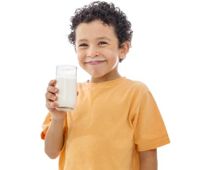 bambino bicchiere latte